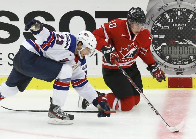 Canada's Charles Hudon (R) and United States' Stefan Matteau battle for the puck during the third period of their IIHF World Junior Championship ice hockey game in Malmo, Sweden, December 31, 2013. REUTERS/Alexander Demianchuk (SWEDEN - Tags: SPORT ICE HOCKEY)
