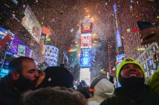 <p>People celebrate New Year as confetti fall down after the countdown to midnight in Times Square during New Year's celebrations, Monday, Jan. 1, 2018, in New York. (Photo: Go Nakamura/AP) </p>
