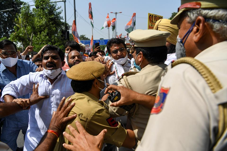 Congress Party activists scuffle with police during an anti-government demonstration to protest against the recent passing of new farm bills in parliament in New Delhi on September 28, 2020. (Photo by Sajjad HUSSAIN / AFP) (Photo by SAJJAD HUSSAIN/AFP via Getty Images)