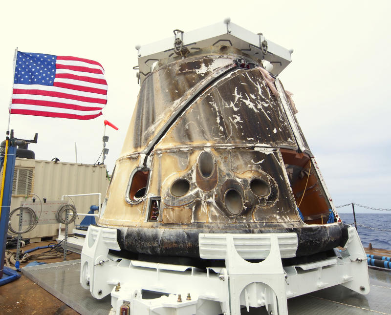 SpaceX Dragon returns to Earth, ends historic trip