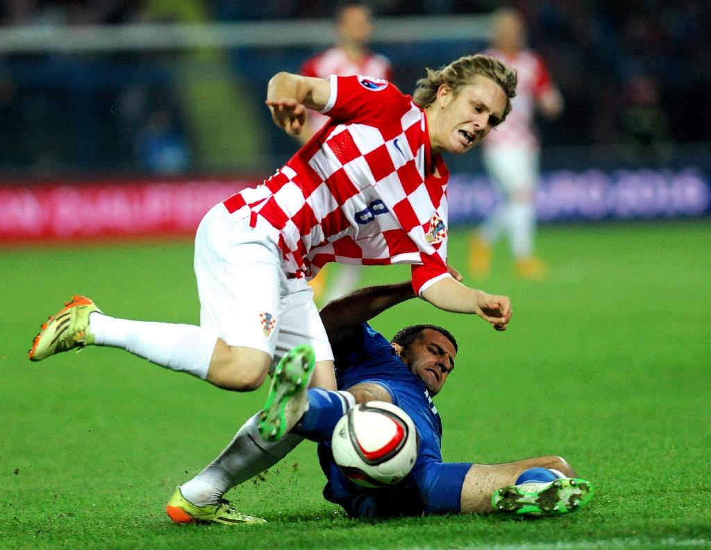 Croatia's Alen Halilovic (L) fights for the ball with Azerbaijan's Maksim Medvedev during a Euro 2016 qualifying match in Osijek, in 2014 (AFP Photo/-)