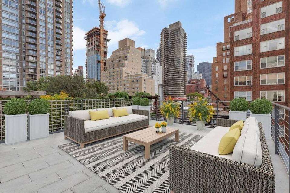 """<p>City-dwellers will love this striking bulletproof New York penthouse, which is quite the head-turner. From the concierge service to the hot tub, terrace, and fitted kitchen, it's a dream home that looks like something out of a James Bond film. </p><p><a href=""""https://www.rightmove.co.uk/properties/99953027#/"""" rel=""""nofollow noopener"""" target=""""_blank"""" data-ylk=""""slk:This property is currently on the market for £36,037,000 with Sphere Estates via Rightmove"""" class=""""link rapid-noclick-resp"""">This property is currently on the market for £36,037,000 with Sphere Estates via Rightmove</a>. </p>"""