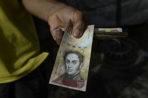 Venezuela's biggest bank note gets new stay of execution
