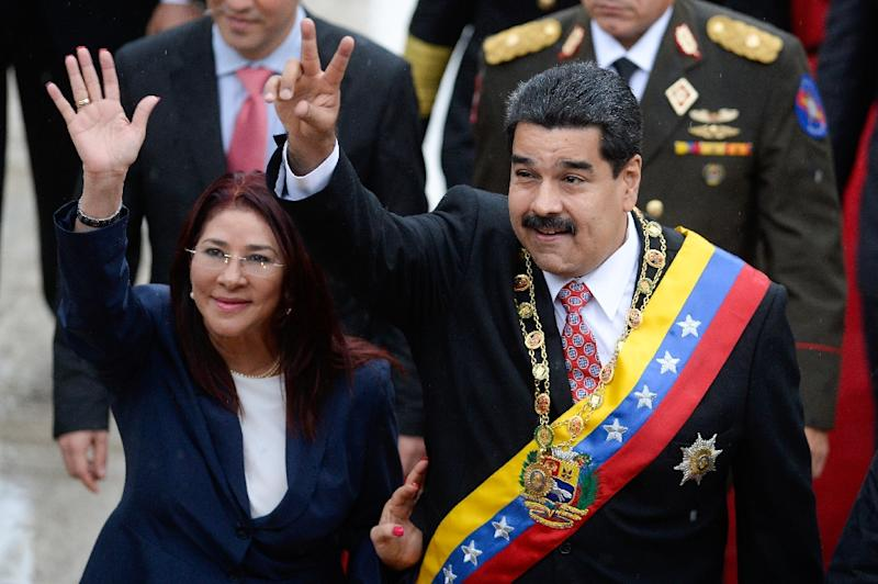 Venezuelan President Nicolas Maduro (R) and his wife Cilia Flores (L) wave upon their arrival at the National Assembly for a session commemorating Independence Day in Caracas on July 5, 2015 (AFP Photo/Federico Parra)