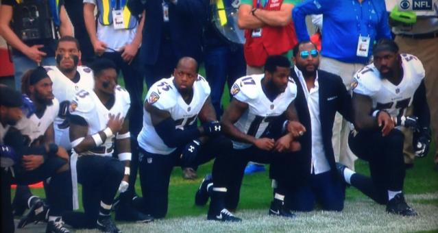 Ray Lewis kneeling with the Ravens. (Via screenshot)