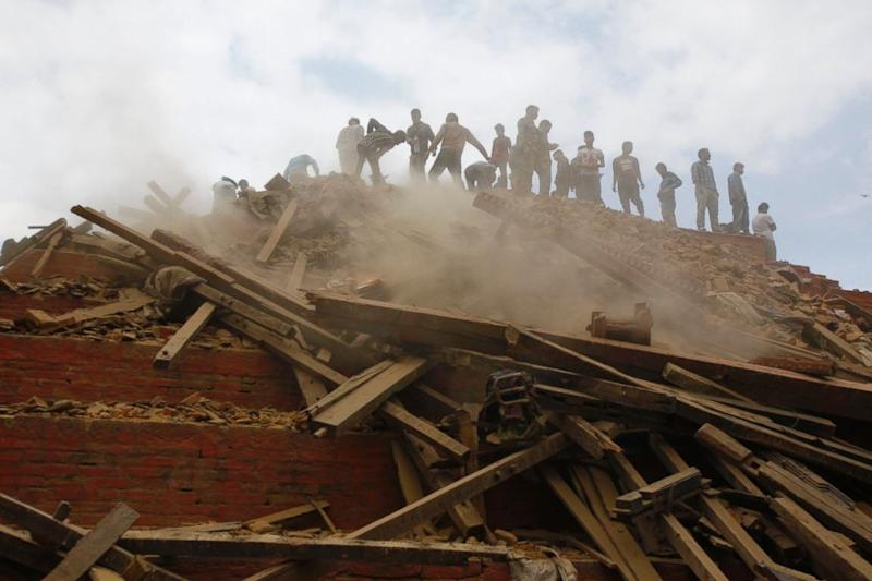 Nepal Earthquake: Crews Race to Pull Survivors From Rubble (ABC News)