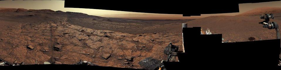 This panorama, made up of 122 individual images stitched together, was taken by NASA's Curiosity Mars rover on November 18, 2020, the 2,946th Martian day, or sol, of the mission. / Credit: NASA/JPL-Caltech/MSSS