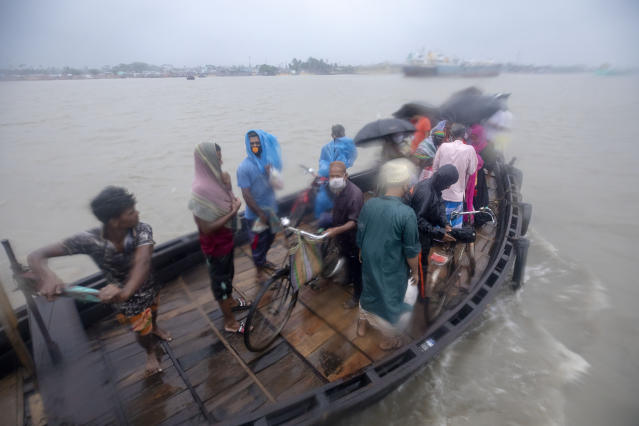 """DAKOP, KHULNA, BANGLADESH - 2020/05/20: People cross the river immediately before Cyclone Amphan hits Bangladesh costal area in Khulna. Authorities have scrambled to evacuate low lying areas in the path of Amphan, which is only the second """"super cyclone"""" to form in the northeastern Indian Ocean since records began. (Photo by K M Asad/LightRocket via Getty Images)"""