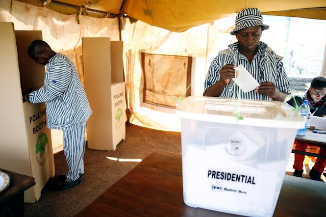 <p>A prisoner votes during the national election at the Kamiti Maximum Security Prison near Nairobi, Kenya, Aug. 8, 2017. (Photo: Baz Ratner/Reuters) </p>