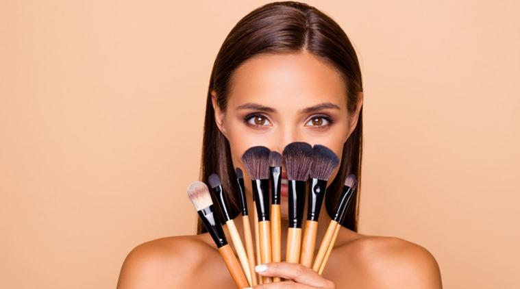 makeup brushes, types of maekup brushes, use of makeup brushes, contour brush, blush brush, foundation brush, indian express, makeup tricks and tips, indian express