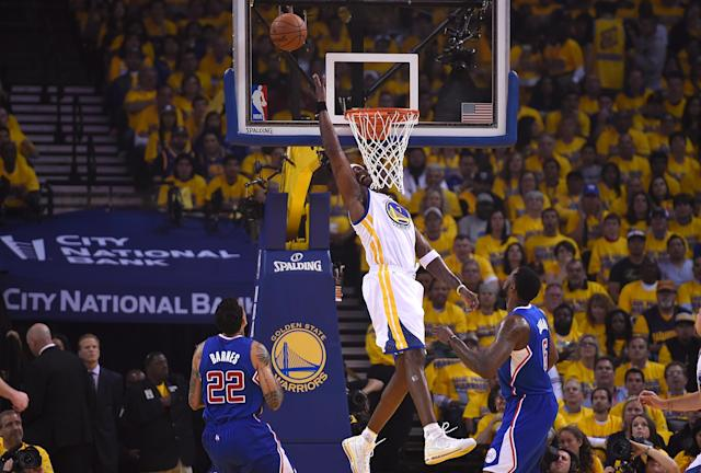 OAKLAND, CA - APRIL 24: Jermaine O'Neal #7 the Golden State Warriors loses control of the ball going in for a layup against the Los Angeles Clippers in Game Three of the Western Conference Quarterfinals during the 2014 NBA Playoffs at Oracle Arena on April 24, 2014 in Oakland, California. NOTE TO USER: User expressly acknowledges and agrees that, by downloading and or using this photograph, User is consenting to the terms and conditions of the Getty Images License Agreement. (Photo by Thearon W. Henderson/Getty Images)