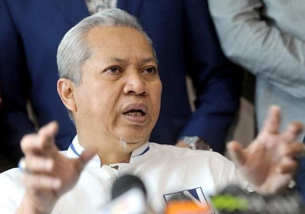 Tan Sri Annuar Musa (pic) offers RM10,000 for evidence of Lim Kit Siang being anti-Islam and a racist. — File pic