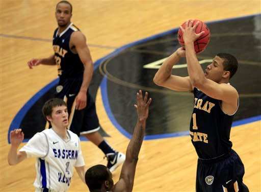 Murray State's Stacy Wilson (1) shoots over an Eastern Illinois defender during the first half of an NCAA college basketball game on Friday, Dec. 30, 2011, in Charleston, Ill. (AP Photo/ Stephen Haas)