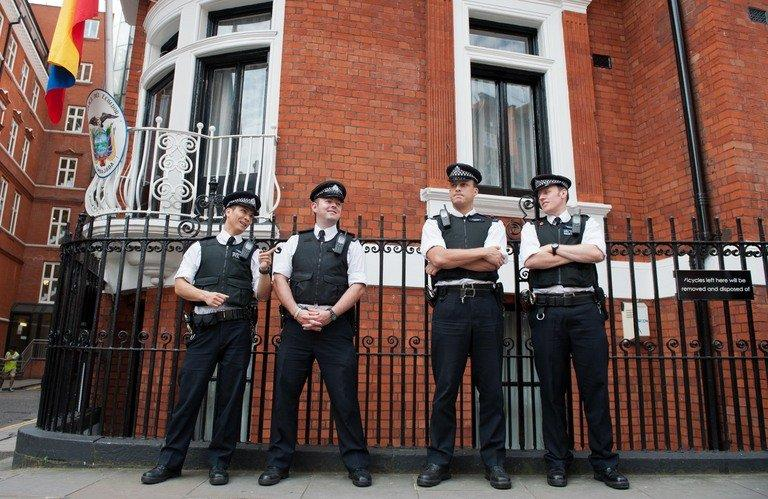 Police stand outside the Ecuadorian Embassy in London on August 19, 2012