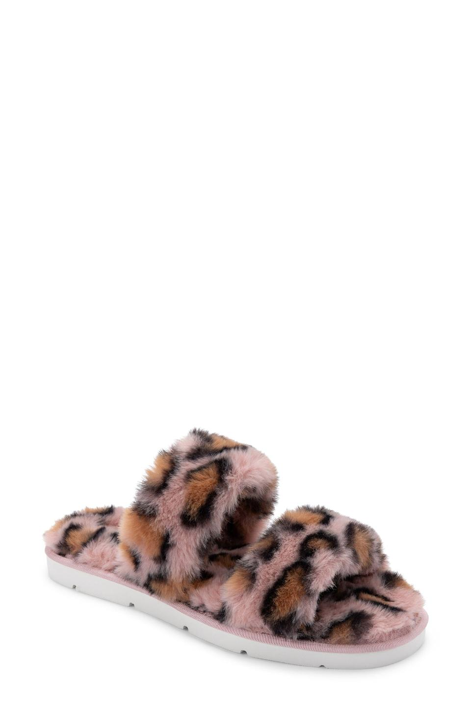 """<p><strong>DOLCE VITA</strong></p><p>nordstrom.com</p><p><strong>$19.98</strong></p><p><a href=""""https://go.redirectingat.com?id=74968X1596630&url=https%3A%2F%2Fwww.nordstrom.com%2Fs%2Fdolce-vita-puff-faux-fur-slipper-women%2F5737861&sref=https%3A%2F%2Fwww.marieclaire.com%2Ffashion%2Fg35090742%2Fnordstrom-half-yearly-sale-2020%2F"""" rel=""""nofollow noopener"""" target=""""_blank"""" data-ylk=""""slk:Shop Now"""" class=""""link rapid-noclick-resp"""">Shop Now</a></p>"""