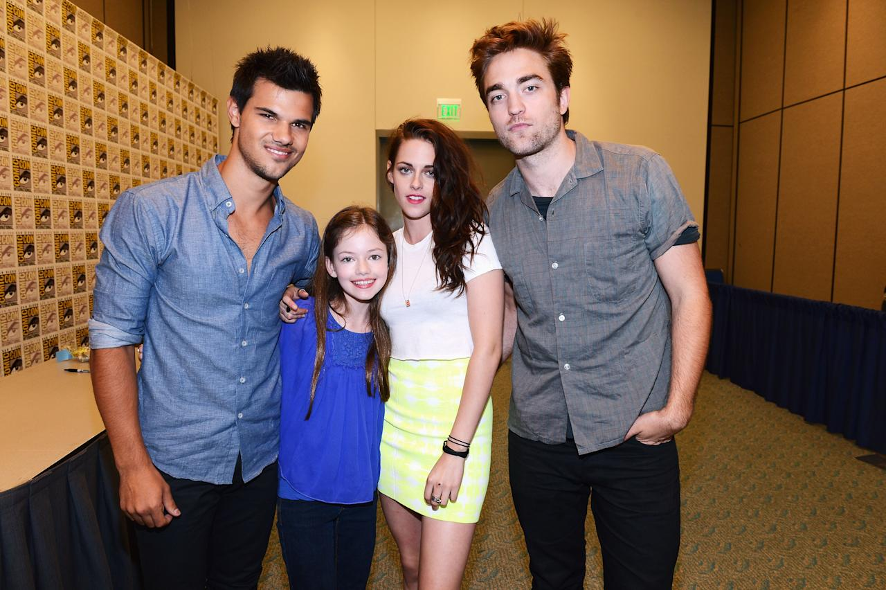 """SAN DIEGO, CA - JULY 12: (L-R) Actors Taylor Lautner, Mackenzie Foy, Kristen Stewart and Robert Pattinson attend """"The Twilight Saga: Breaking Dawn Part 2"""" during Comic-Con International 2012 at San Diego Convention Center on July 12, 2012 in San Diego, California.  (Photo by Michael Buckner/Getty Images for Lionsgate)"""