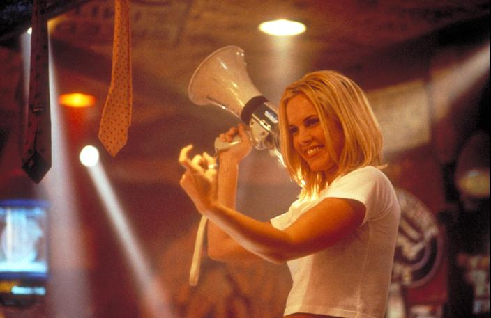 Maria Bello played a version of Coyote Ugly's owner, Liliana Lovell, in <em>Coyote Ugly</em>. (Photo: Touchstone Pictures/ Courtesy: Everett Collection.)