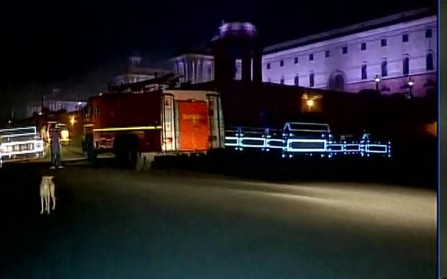 <p>A minor fire broke out at Prime Minister Narendra Modi's Office around 3 35 AM today. Fire tenders reached the spot immediately and doused the fire in 20 minutes.</p>