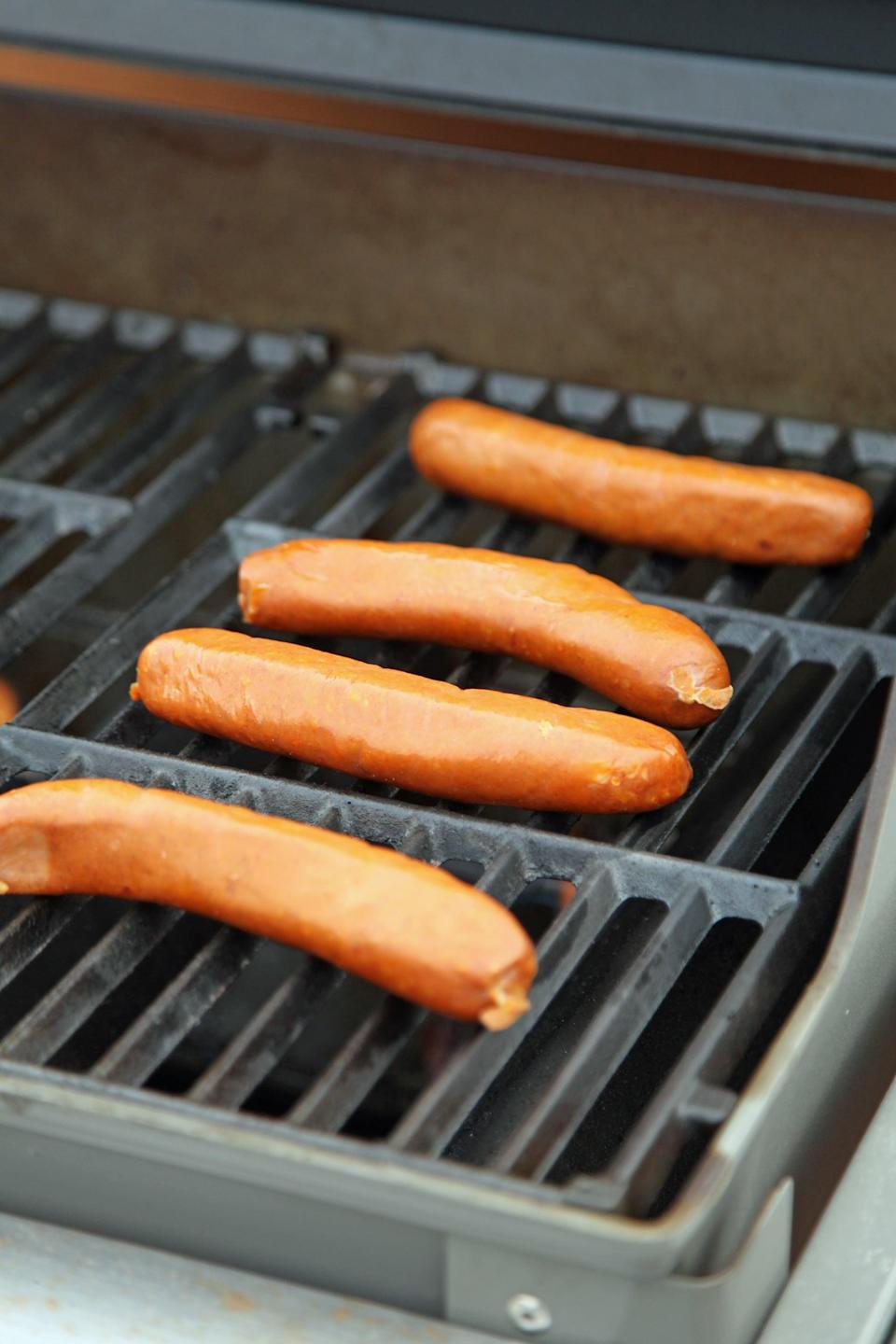 "<p>Grilling hot dogs is as easy as it gets, but it's always important to get a tutorial before you fire up the grill. This is hands down the best way to do it. </p> <p><strong>Get the recipe:</strong> <a href=""https://www.popsugar.com/food/How-Grill-Hot-Dogs-37615524"" class=""link rapid-noclick-resp"" rel=""nofollow noopener"" target=""_blank"" data-ylk=""slk:grilled hot dogs"">grilled hot dogs</a></p>"