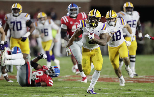 "LSU running back <a class=""link rapid-noclick-resp"" href=""/ncaaf/players/250978/"" data-ylk=""slk:Derrius Guice"">Derrius Guice</a> (5) took time out of his day to make Christmas especially memorable for one fan. (AP Photo/Rogelio V. Solis)"
