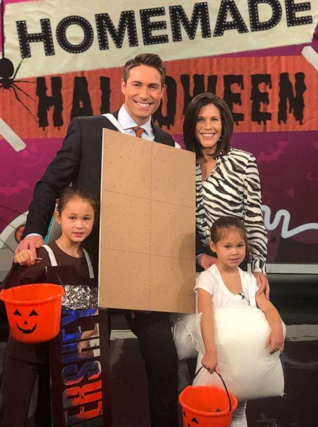 PHOTO: Whit Johnson and his daughters show us how to make a 'S'mores Family' costume for Halloween. (ABC)