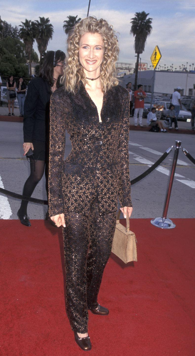 <p>At the Third Annual Blockbuster Entertainment Awards, Laura wore a velvet metallic suit with a choker. Renata would never! </p>