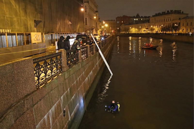ST PETERSBURG, RUSSIA NOVEMBER 9, 2019: Search and rescue workers in the Moika River by an apartment block where St Petersburg State University professor, historian Oleg Sokolov, suspected of murdering a student, lives. Earlier this morning, Sokolov was rescued from a river with two severed female arms and a gun found in his backpack. Alexander Demianchuk/TASS (Photo by Alexander Demianchuk\TASS via Getty Images)