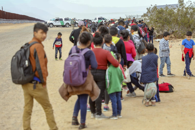 Record 376 migrants TUNNEL into U.S.  to turn themselves in