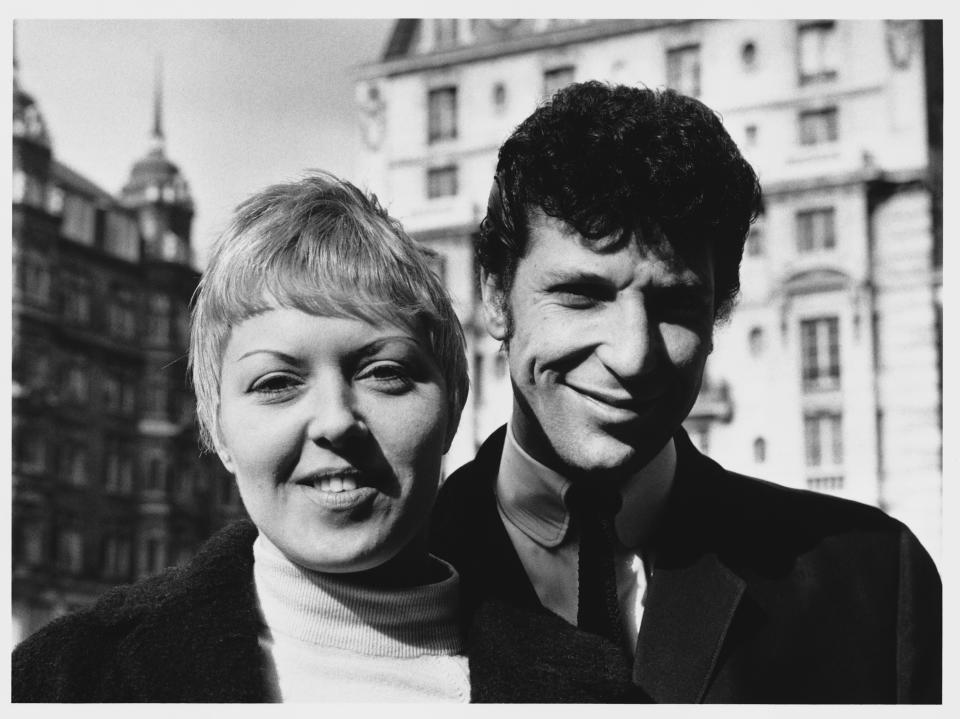 Singer Tom Jones and his wife Melinda (Linda). (Photo by © Hulton-Deutsch Collection/CORBIS/Corbis via Getty Images)