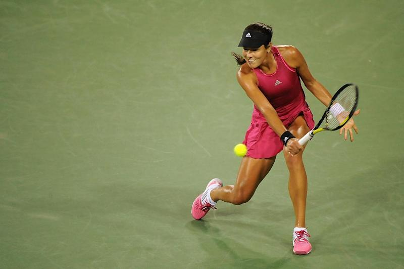 Ana Ivanovic of Serbia returns to Maria Sharapova of Russia during their match on August 16, 2014 in Cincinnati, Ohio (AFP Photo/Jonathan Moore)