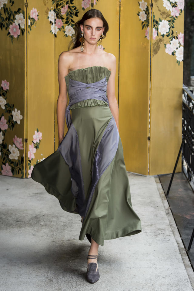 <p><i>Model wears a strapless, moss green and light gray dress from the Adeam SS18 collection. (Photo: ImaxTree) </i></p>