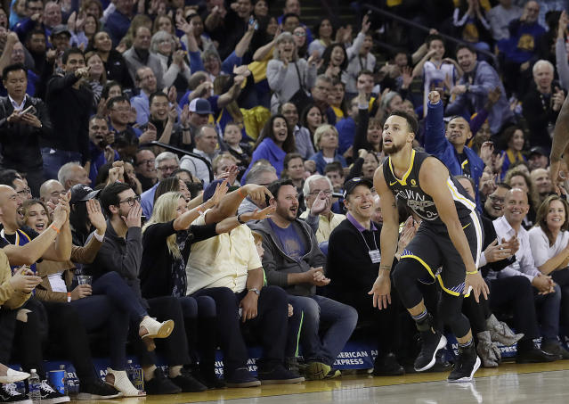 "Vintage <a class=""link rapid-noclick-resp"" href=""/nba/players/4612/"" data-ylk=""slk:Stephen Curry"">Stephen Curry</a> showed up to torch the <a class=""link rapid-noclick-resp"" href=""/nba/teams/mem/"" data-ylk=""slk:Memphis Grizzlies"">Memphis Grizzlies</a> on Saturday. (AP)"