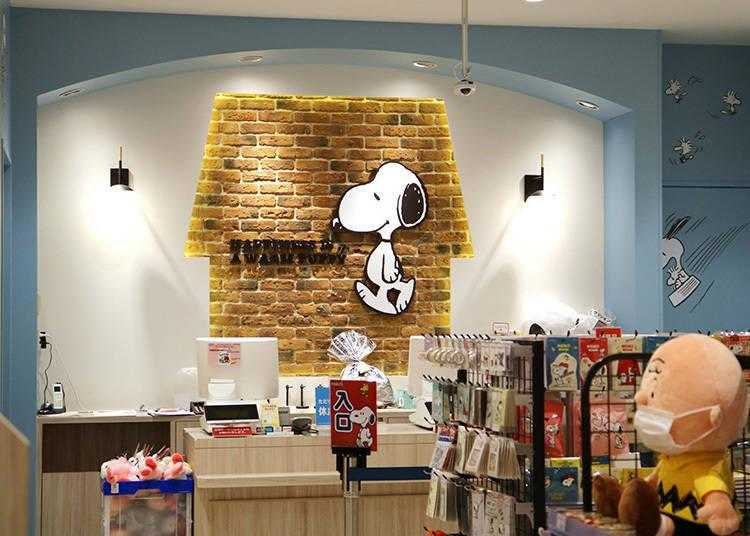 「SNOOPY TOWN Shop」也設在2樓 © 2020 Peanuts Worldwide LLC