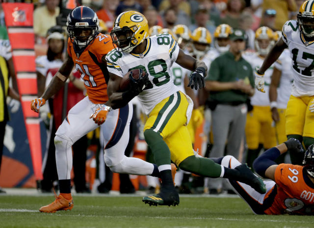 "<a class=""link rapid-noclick-resp"" href=""/nfl/players/28482/"" data-ylk=""slk:Ty Montgomery"">Ty Montgomery</a> was a small workload superstar last season. He'll be relied upon in 2017 to do quite a bit more. (AP Photo/Jack Dempsey)"