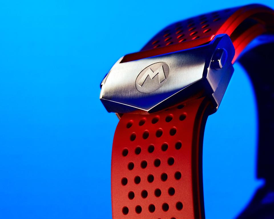 <p>Close up of the Tag Heuer Connected Limited Edition Super Mario's buckle, which has an M engraved in it.</p>