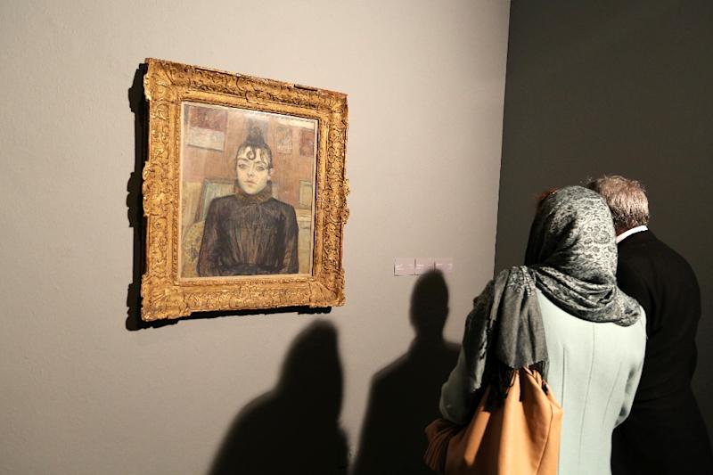 """""""Girl With Lovelock"""" by French artist Henri de Toulouse-Lautrec on display at Tehran's Museum of Contemporary Art on November 20, 2015 (AFP Photo/Atta Kenare)"""