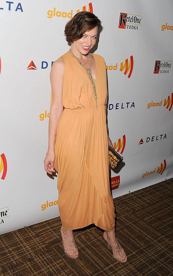 "<p class=""MsoNormal"">Model/actress Milla Jovovich strutted her stuff in a retro peach ensemble. The ""Resident Evil"" star was chosen as a presenter for the night's festivities.</p>"
