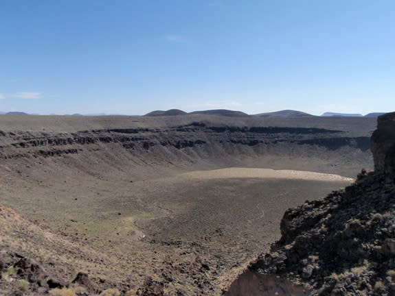 Lunar Crater maar in Nevada, a maar-diatreme volcano. A new study is shedding light on the explosive mechanism of these volcanoes, which erupt just once before dying.