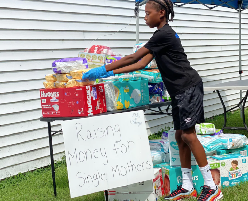 Va. 6th Grader Who Has Seen 'A Lot of People Struggling' Sells Lemonade to Help Moms in Need