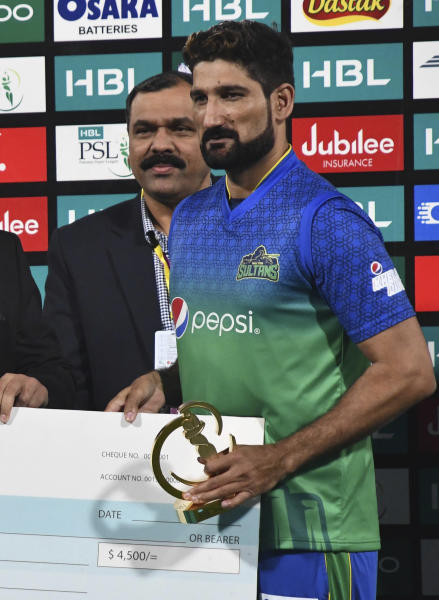 Sohail Tanvir of Multan Sultans receives the cheque and trophy after being declared man of the match in the Pakistan Super League match against Peshawar Zalmi at Multan Cricket Stadium, Wednesday, Feb. 26, 2020. Multan beat Peshawar by six wickets. (AP Photo/Asim Tanveer)