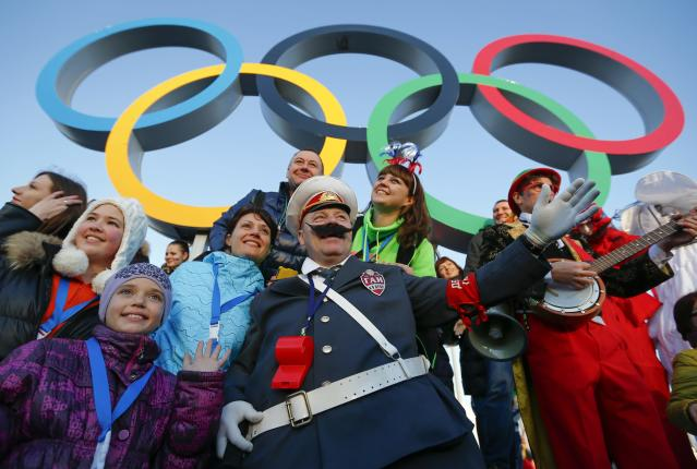 Fans cheer underneath the Olympic rings during the Sochi 2014 Winter Olympics Games February 8, 2014. REUTERS/Shamil Zhumatov (RUSSIA - Tags: SPORT OLYMPICS)