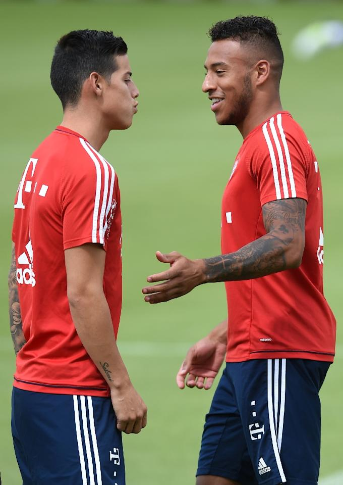 Bayern Munich's new signings, Colombian midfielder James Rodriguez (L) and French midfielder Corentin Tolisso, attend a training session in Munich, southern Germany, on July 13, 2017 (AFP Photo/Christof STACHE)