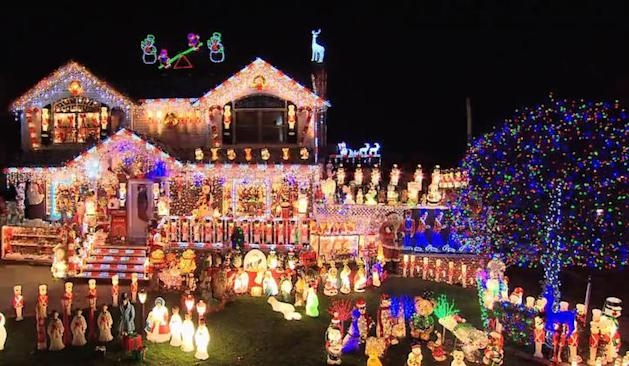 Christmas Light Fight.Great American Baking Show Christmas Light Fight Set 2018