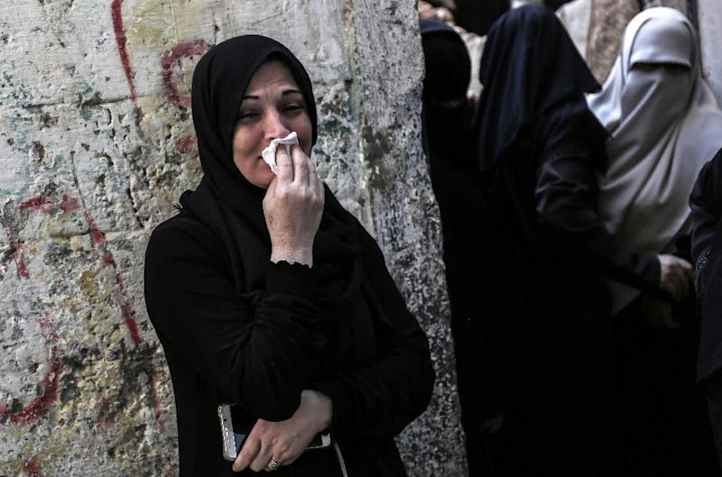 Relatives mourn in Khan Yunis, in the southern Gaza Strip, on October 31, 2017, during the funeral of Palestinians who were killed the previous day in an Israeli operation to blow up a tunnel stretching from the Gaza Strip into Israel (AFP Photo/SAID KHATIB)