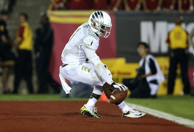 LOS ANGELES, CA - NOVEMBER 03: Wide receiver Josh Huff #1 of the Oregon Ducks reacts in the end zone after scoring on a 36 yard touchdown pass play in the third quarter against the USC Trojans at the Los Angeles Memorial Coliseum on November 3, 2012 in Los Angeles, California. Oregon won 62-51. (Photo by Stephen Dunn/Getty Images)