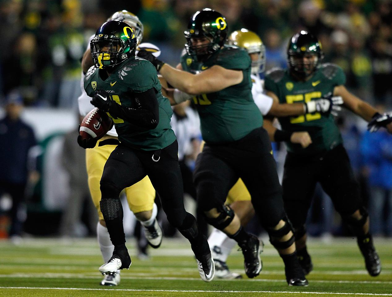 EUGENE, OR - DECEMBER 02:  LaMichael James #21 of the Oregon Ducks breaks away for a touchdown run against the UCLA Bruins  during the Pac 12 Championship Game on December 2, 2011 at the Autzen Stadium in Eugene, Oregon.  (Photo by Jonathan Ferrey/Getty Images)
