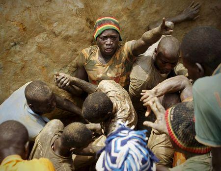 Prospectors quarrel as they search for gold at a gold mine near the village of Gamina, in western Ivory Coast, March 17, 2015. REUTERS/Luc Gnago