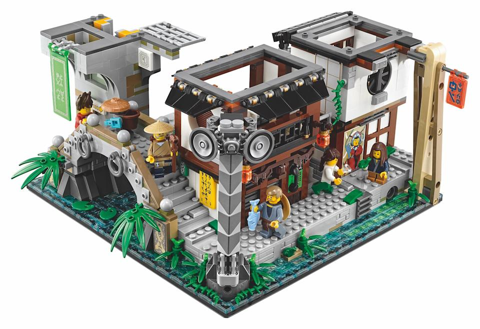 <p>Features a radio tower, rooftop sushi bar with sushi conveyor belt function and brick-built food, bathroom with sliding door, and brick-built puffer fish and squid sculptures, Lloyd Garmadon and Misako's apartment with an opening window, bunk bed, kitchen unit and attic space for the Green Ninja Suit minifigure. (Credit: Lego) </p>