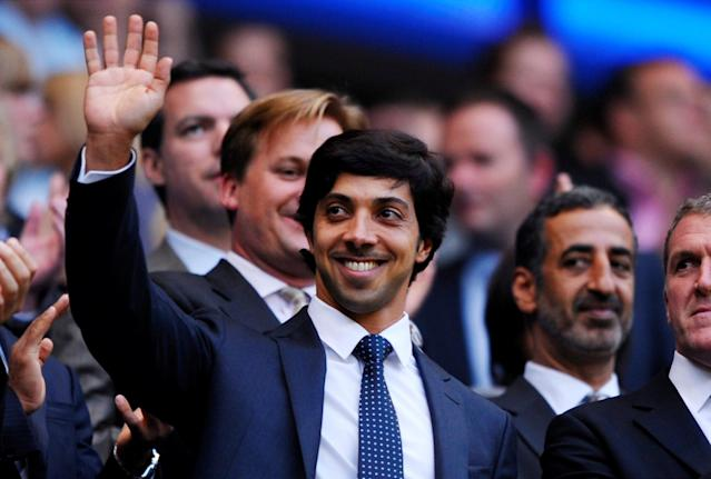 <p>A través de la empresa Abu Dhabi United Group for Development and Investment, Emiratos Árabes controla el Manchester City. Su propietario es el jeque Mansour bin Zayed Al-Nahyan, que, gracias a sus inversiones, ha transformado a este club en uno de los más potentes del mundo. (Foto: Jason Cairnduff / Reuters). </p>