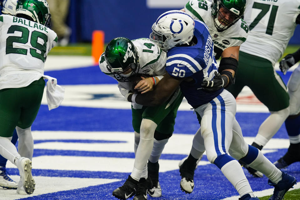 Indianapolis Colts defensive end Justin Houston (50) sacks New York Jets quarterback Sam Darnold (14) for a safety. (AP Photo/Darron Cummings)